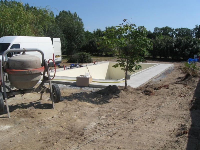 Construction and maintenance of private and public for Fourniture pour piscine