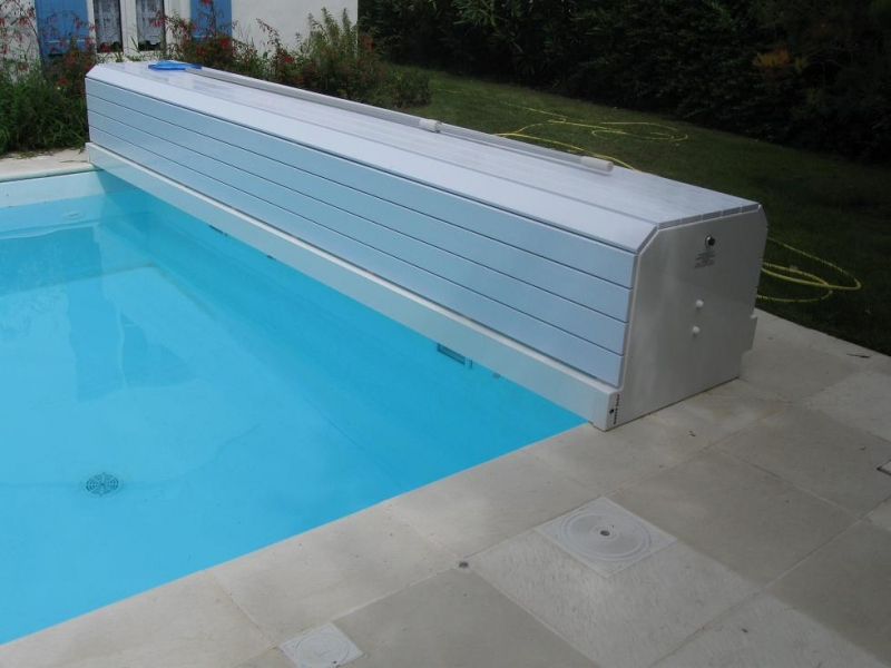 Maintenance of private and public swimming pools for Volet roulant piscine electrique
